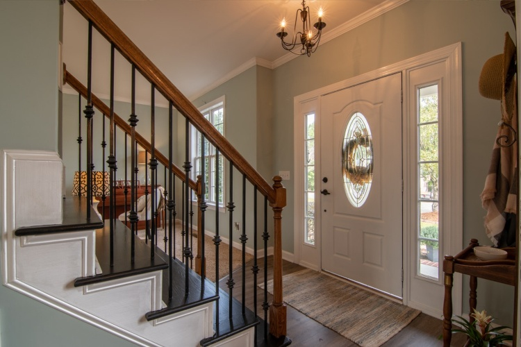 Would I qualify for a home loan: image of a nice home foyer